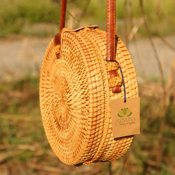 Round rattan bag w/ leather closure_6